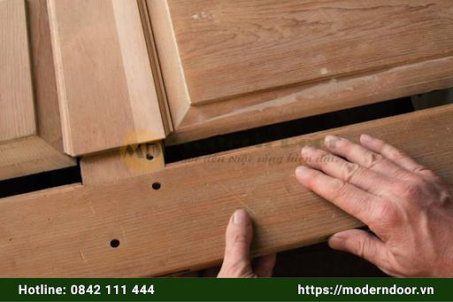Cấu tạo cửa gỗ công nghiệp và cửa gỗ tự nhiên