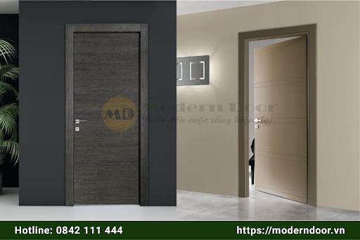Lắp đặt cửa gỗ tự nhiên tốn nhiều công sức hơn cửa gỗ công nghiệp