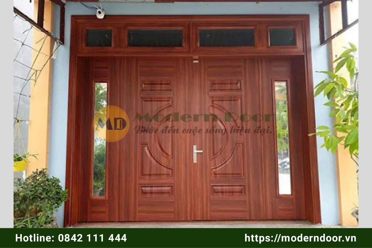 Mẫu cửa nhà vân gỗ cổ điển