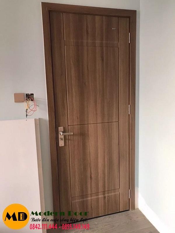 Mẫu cửa màu vân gỗ sang trọng, quý phái