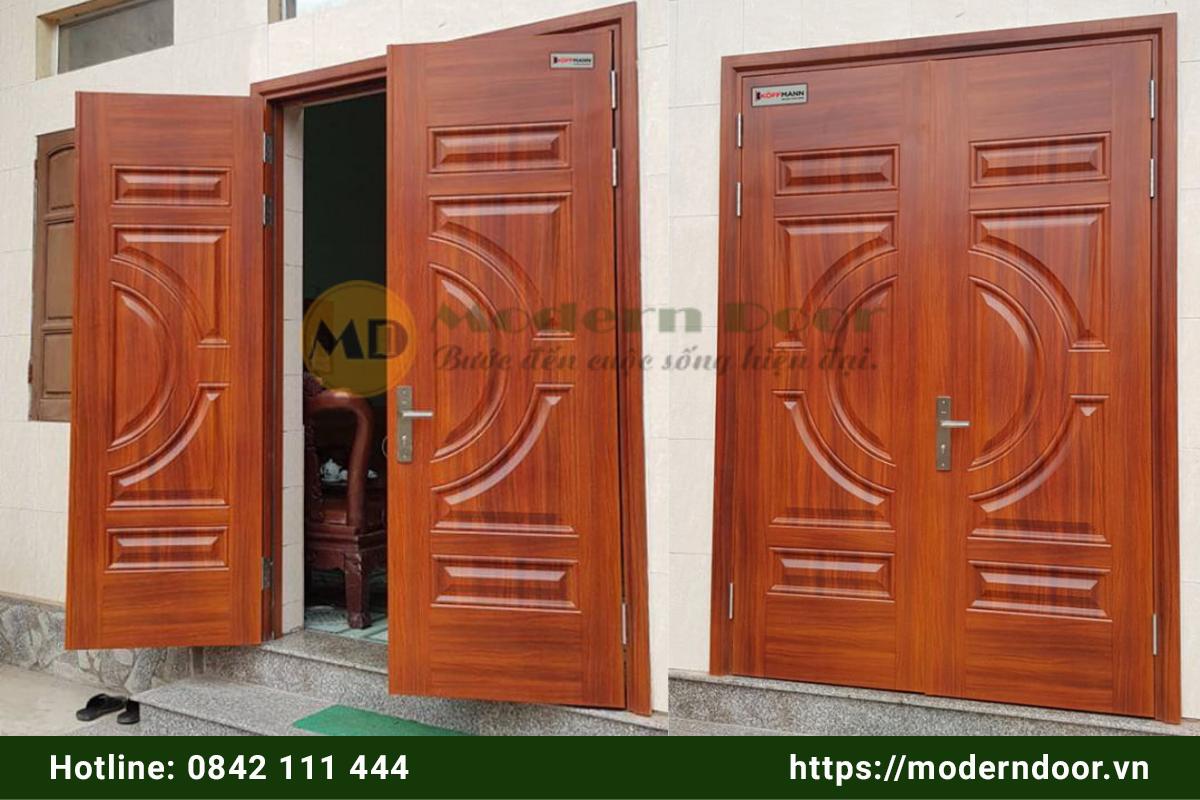 Mẫu cửa phòng khách bằng thép vân gỗ 2 cánh