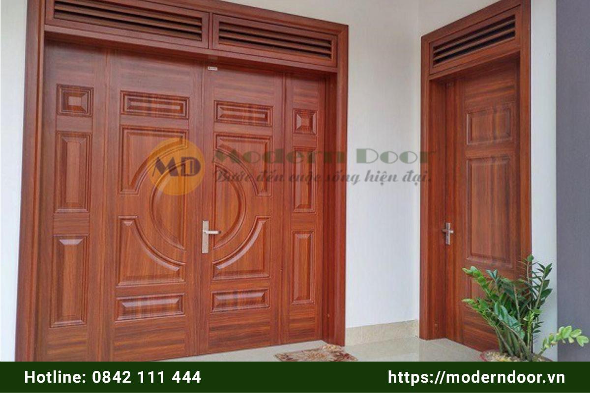 Mẫu cửa phòng khách bằng thép vân gỗ 4 cánh
