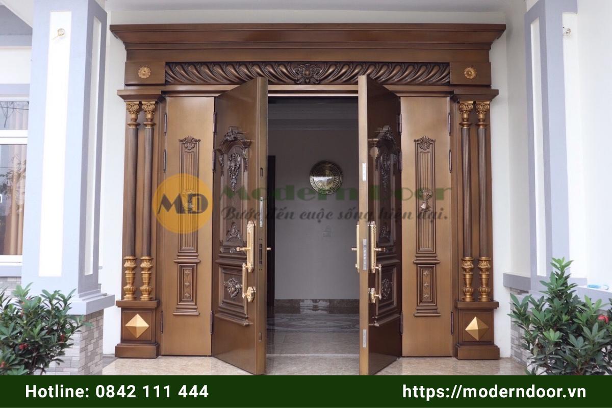 Mẫu cửa nhà vân gỗ sang trọng