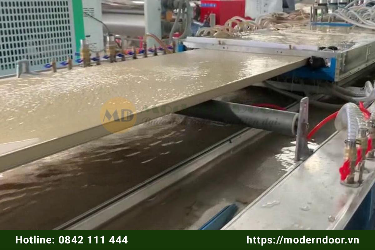 Quy trình sản xuất cửa nhựa Đài Loan
